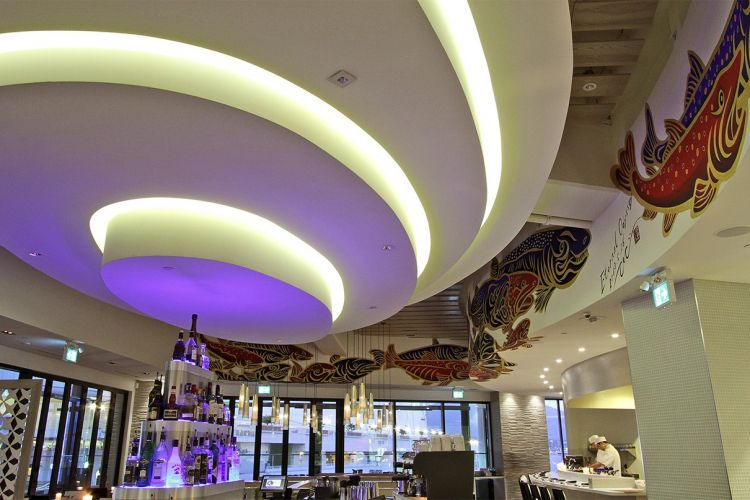 Restaurant bar oval ceiling
